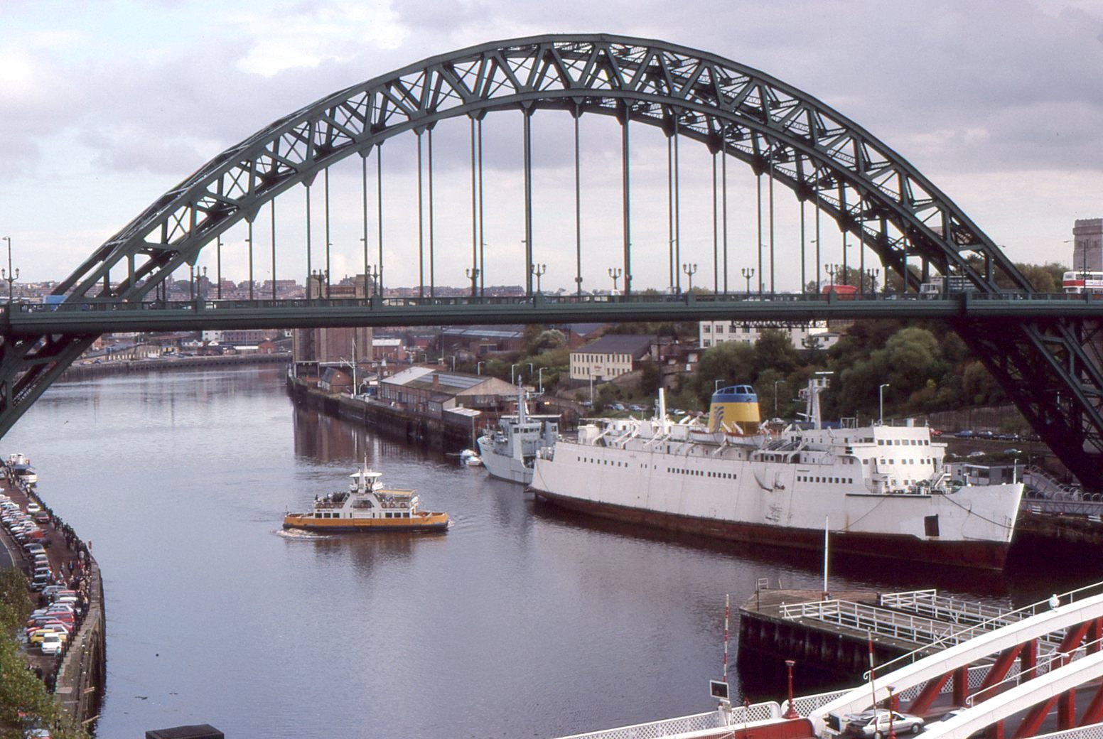 Tyne Bridge Feb 1989.jpg