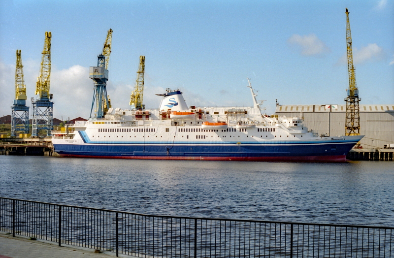 Ambassador ll, Wallsend, 11 October 1998 (4)_1_1.jpg